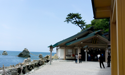 Futami Okitama Jinja (shrine) / Meotoiwa (wedded rocks)